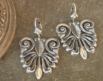 Earrings sleepers silver pattern prints Etruscan inspired relief - Byzantine jewelry, vintage lace