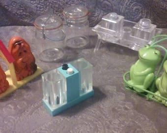 Vintage plastic salt and Pepper shakers, Set of 5