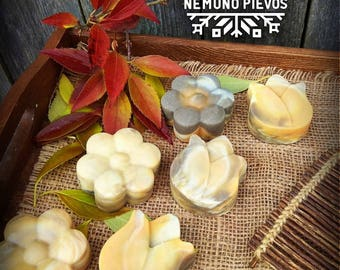 Natural handmade soap with goat milk, coconut, palm, olive oil, shea butter and castor oil.