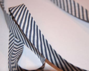 18MM STRIPES NAVY POLYCOTTON BIAS AND WHITE