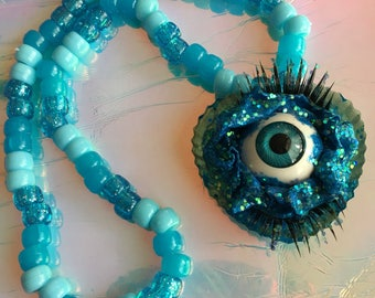 Eye love glitter necklace
