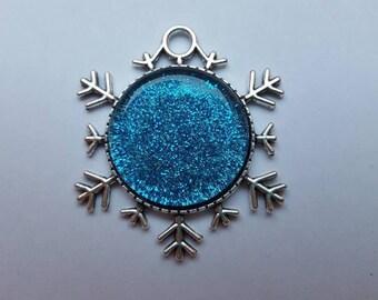 Christmas jewellery snowflake shaped pendant