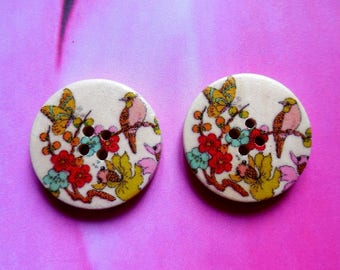 Set of 2 wooden buttons to 30mm bird butterfly and flowers motif
