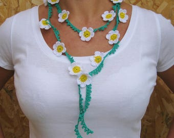 Pretty crocheted cotton flowers necklace