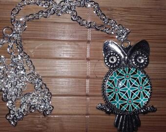 Necklace OWL original psychedelic rosette pattern.