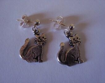Sitting cat earrings