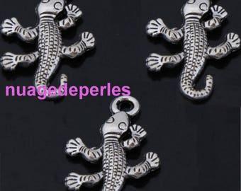 3 pendant Tibetan silver gecko charms