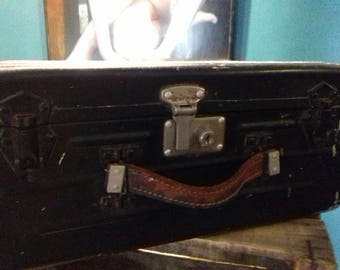 Vieille valise metal armee marine nationale annee 50/60 Old military suitcase navy year 1950/1960 French metal suitcase