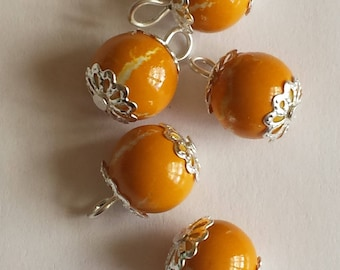 5 pendants 10mm white/orange glass beads