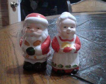 Vintage Christmas Santa and Mrs Clause salt and pepper shakers