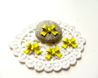 10 bow tie yellow enameled metal 16mm