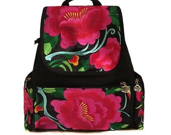 Mochila Bordada Flor/ Flower Backpack