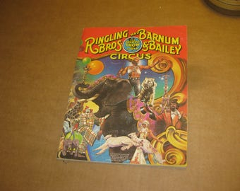 Ringling Bros and Barnum & Bailey advertising booklet from 1982   [c4750o]