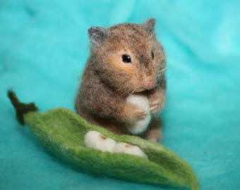 Needle felted /wool sculpture/Hamster /Mouse/handmade gift