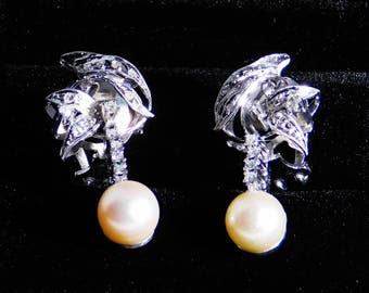 Earrings in 18k white gold with diamonds and cultivatets pearls