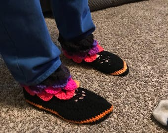 Girls size 4 slippers crocodile stitch
