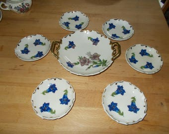 Gentian-decorated bowl with offer plates