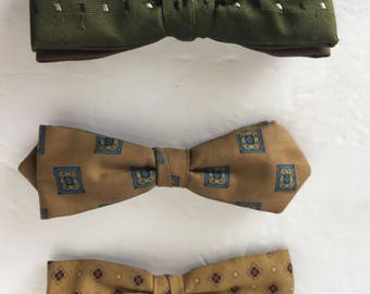 Vintage Royal rust resistant fabric clip-on bow tie