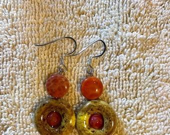 Ladies agate and ceramic earrings.