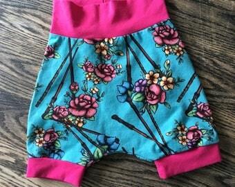 Type harem shorts