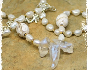 Crystal and Pearl Necklace, White Christmas Boho Necklace, Crystal Necklace, Rustic Pearl Necklace, Short Necklace for Her, Wedding Jewelry