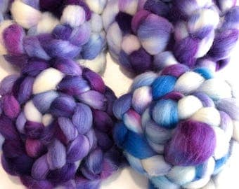 Hand dyed Cheviot wool top. Soft and easy to work with. Great for handspun yarn and to felt. 4oz. Maude