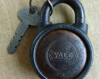 Padlock with key Yale 326 vintage