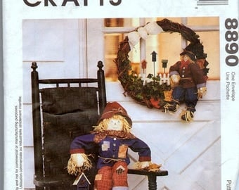 Christmas in July Sewing Pattern McCall's 8890 Scarecrow Wreath  Uncut Complete
