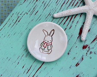 Brown Bunny on Mini Ceramic Dish, Mini Ring Dish with Brown Rabbit, Trinket Dish With Bunny Design, Rabbit Engagement Ring Dish