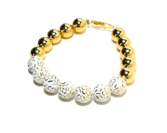 Boho white lucite floral and golden beaded stackable bracelet