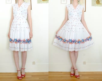 Lovely 1970s white floral print dress with surplice bodice (medium)
