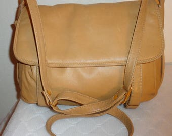 Brio soft luxury thick leather cross body bag, mailman bag, hobo, satchel,purse handbag in camel tan  vintage mint condition cool
