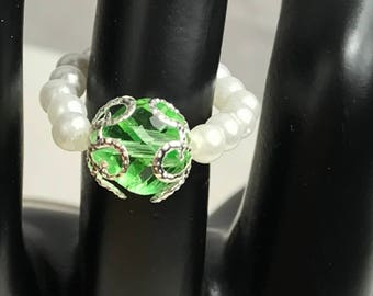Green Faceted Imitation White Pearls Beaded Stretch Ring