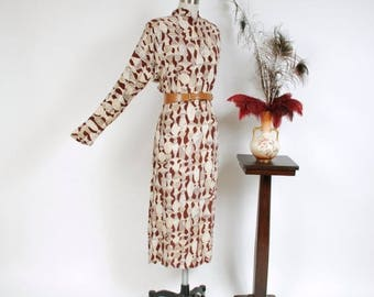 50% CLEARANCE Vintage 1940s Dress - Stunning Greek Pottery Themed Novelty Print Rayon Crepe 40s Dress with Deep Dolman Sleeves
