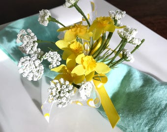Napkin Ring- Yellow Daffodils - Queen Anne Lace- Wedding Decoration - Wedding Showers - Easter