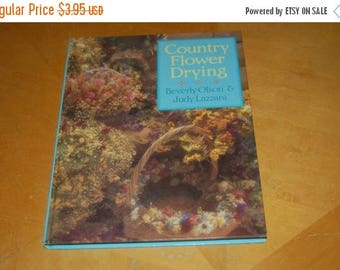 25% OFF SaLe ...... COUNTRY FLOWER Drying - Vintage Hardback Craft Book - Plants, Drying Techniques, Descriptions, Ways to Use Dried Flowers