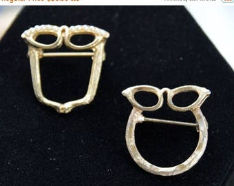 ON SALE Cute Eyeglass Holder Pins (2), Gold tone, Faux Pearl, Vintage (AC4)