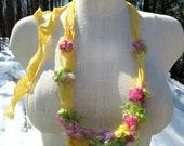 zerfetzt Rosen Boho Stoff Halskette - Nadel gefilzt Rosen und Seide Halskette