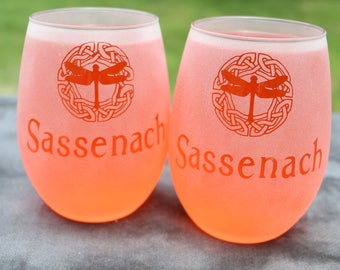 Sassenach Dragonfly Celtic circle Outlander inspired Frosted Etched Stemless White Wine Glasses Set Of 2