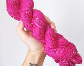 Magenta - Hand dyed 4ply sock yarn with colourful neps 100g/400m superwash merino