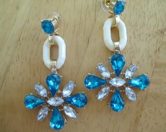 Vintage costume jewelry  /pierce earrings