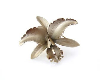 Vintage GIOVANNI Iris Flower Brooch, Signed Dimensional Silver-tone Pin, 1960s Costume Jewelry
