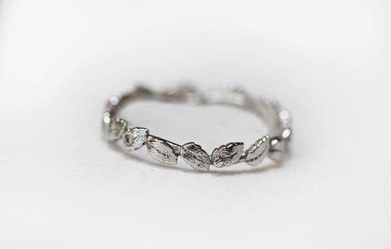 Laurel leaf crown wedding rings