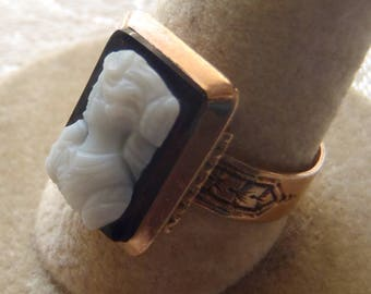 Vintage Ring Victorian Black and White Hardstone Cameo Engraved Band Size 8