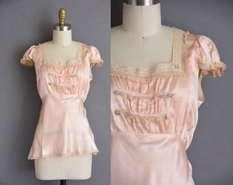 vintage 1940s satin silk blouse. Marie Antoinette 40s pink lace blouse