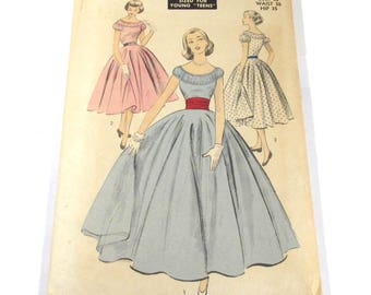 Vintage ADVANCE Pattern #6209 Size 14 Bust 32 Waist 26 Hip 35 Teen-Age Fashion Dresses Sewing Notions Pattern Vintage Fashion Supplies (G336