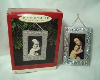 1996 HALLMARKS MADONNA and CHILD Keepsake Miniture Ornament.