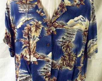 Hilo Hattie Hawaiian Aloha Shirt Island Scenes Coconut Buttons Shades of Blue XL
