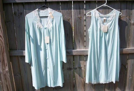 Vintage Beautiful Vanity Fair 2 Piece Set Never Worn with Tags NOS Nightgown and Matching Robe
