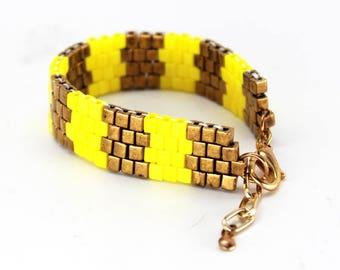 Beaded Bracelet in Yellow & Bronze with Zig-Zag pattern